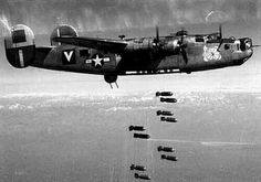 Liberator unloading its bombs. Ww2 Aircraft, Military Aircraft, Air Fighter, Fighter Jets, Old Planes, Military Pictures, Aircraft Design, Military Veterans, Nose Art