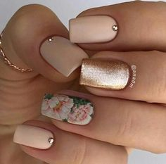 18 Trending Summer Nail Designs Floral Water decal nail with Rose Gold 18 Trendige Sommer-Nageldesigns Floral Water Decal Nagel mit Rose Gold Cute Nail Designs, Acrylic Nail Designs, Acrylic Nails, Gold Nail Designs, Cute Nails, Pretty Nails, Engagement Nails, Manicure E Pedicure, Gel Manicures