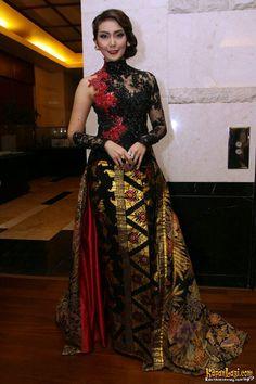Kebaya Dress, Batik Kebaya, Batik Dress, Lace Dress, Myanmar Traditional Dress, Traditional Dresses, Batik Fashion, Ethnic Fashion, Kebaya Jawa