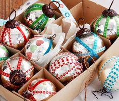 #DIY Weihnachtskugeln gestalten mit den #Deko-Klebebändern für €19,95 bei #Tchibo