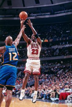 How Basketball Works Basketball Legends, Sports Basketball, Basketball Players, Nba Players, Nba Pictures, Basketball Pictures, Detroit Pistons, Michael Jordan Basketball, Jordan 23