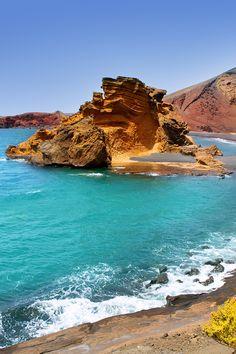 Bañarse en este paraíso es posible si participas en el sorteo de un viaje a Lanzarote. ¡Visita el link de la foto! #truquisviajeros