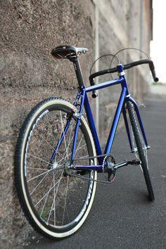Réalisation d'un vélo Made in France par Cycles Victoire Velo Vintage, Vintage Cycles, Vintage Bikes, Single Speed Road Bike, Bici Fixed, Velo Design, Stunt Bike, Urban Bike, Fixed Gear Bike