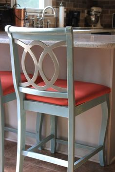 Easy instructions (including pics) on reupholstering a chair.  Chalk Painted Barstools and Recovering Cushions
