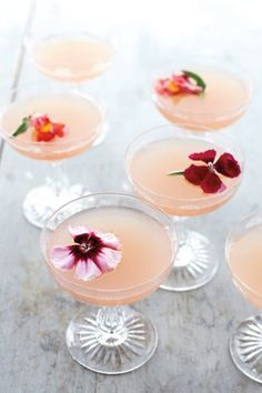 secret garden wedding - drinks  Love this! :) Have all sorts of flowers in each one!<3