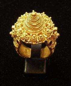 Thai gold ring...by Baan Amphawa. #GoldJewellery16ThCentury