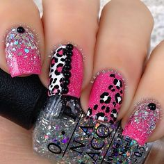 Simple nails are great for everyday wear. However, there are days where we just need the sparkling bling of nail designs with glitter. Crazy Nails, Fancy Nails, Bling Nails, Fabulous Nails, Gorgeous Nails, Pretty Nails, Silver Glitter Nails, Glitter Nail Art, Pink Glitter