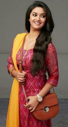 Indien Movie's Actress Keerthi Suresh Biography and Lifestyle Beautiful Girl Indian, Most Beautiful Indian Actress, Beautiful Actresses, Beautiful Women, South Actress, South Indian Actress, Fashion Designer, Indian Designer Wear, Kurta Designs