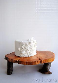 Recorto, pego, modelo, aplasto, superpongo, estiro, vuelvo a superponer...  Esta tarta fue hecha mas o menos así, casi sin ley.  La ide...