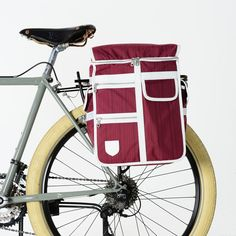 We make super-functional tech ready, retro style cycling accessories.
