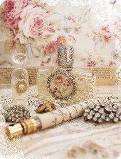 Shabby Vintage, Cottage Shabby Chic, Rose Cottage, Shabby Chic Homes, Vintage Lace, Vintage Decor, Vintage Roses, Vintage Style, Parfum Chic