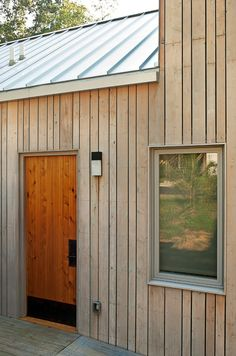 Roof/wood color reference: Eastern white cedar with Cabot's bleaching oil, gavalume standing seam roof Wood Cladding Exterior, Cedar Cladding, House Cladding, Cedar Siding, House Siding, Wood Siding, Exterior Siding, Barn Siding, Standing Seam Roof