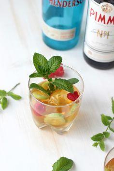 Gin - Pimm`s Cup , ein leckerer Cocktail für warme Sommertage. Das Rezept für diesen Sommercocktail gibt es bei http://sasibella.blogspot.de/