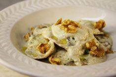 Il condimento per ravioli ai funghi in 5 ricette semplici  http://feeds.blogo.it/~r/Gustoblog/it/~3/lSKqhuAPn6Q/condimento-per-ravioli-ai-funghi-ricette