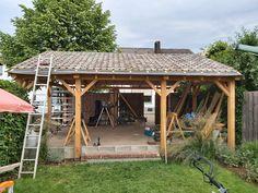 Voor zelf een houten overkapping op maat bouwen, vind je hier alle, populaire staanders van Lariks Douglas, Geïmpregneerd Grenen, Scandinavisch Vuren en hardhout. Bovendien vind je onder elke staander bijbehorende balken, boeidelen, veer en groef vellingdelen en prefab betonpoeren voor een maatwerk terrasoverkapping. Bekijk ook onze overkapping bouwen klustips met handige Doe het Zelf stappenplannen en tips voor het maken van een maatwerk overkapping met plat dak. #klantfoto #overkapping