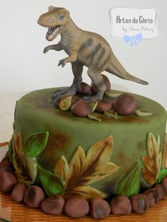 bolo festa dinossauro 4 Dinasour Birthday, Dinosaur Birthday Cakes, Dinosaur Party, Boy Birthday, Happy Birthday, T Rex Cake, Dino Cake, Bolo T Rex, 3rd Birthday Parties