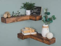 27 Perfect Corner Shelves Design Ideas For Home Decor Looks Beautiful. If you are looking for Corner Shelves Design Ideas For Home Decor Looks Beautiful, You come to the right place. Floating Corner Shelves, Rustic Floating Shelves, Pallet Shelves, Wood Shelves, Easy Shelves, Making Shelves, Corner Shelf Design, Corner Wall Decor, Diy Corner Shelf