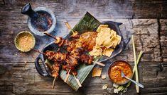 KIPSTUCKJES SATE | De Vegetarische Slager Plant Based Recipes, Veggie Recipes, Good Mood, Tandoori Chicken, Veggies, Vegetarian, Cheese, Ethnic Recipes, Faces
