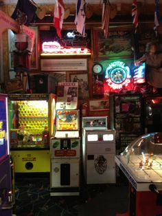 If you like magic posters, neon, antiques, advertisings, ceiling fans, slot machines, memorabilia, robots, airplanes, animation, then this is the place to visit. Coin operated games from the oldest gypsy fortune-telling machines to the early 1900's to the latest in laser hologram video games of the 1990's are. Computer operated animated shows too.