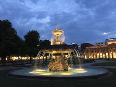 Brunnen auf dem Schlossplatz in Stuttgart by Valdet Beqiraj on 500px