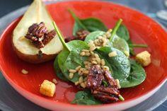 Ensalada de espinacas, trigo tierno y pecanas
