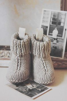 Baby Footies – Baby and Toddler Clothing and Accesories Knitting For Kids, Baby Knitting Patterns, Baby Patterns, Crochet Pattern, Free Knitting, Knitted Booties, Crochet Baby Booties, Yarn Projects, Knitting Projects