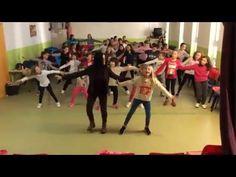 COREOGRAFÍA AMIGOS DEL CORAZÓN. DÍA DE LA PAZ 2016 - YouTube Zumba, School Dances, End Of Year, Music Class, Too Cool For School, Just Dance, Musicals, Peace, Songs