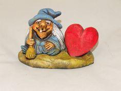 Bruja de la Suerte  del Amor. Material empleado: Pasta cerámica. Pintado a mano. Precio: 6 € http://www.artesania-alla.es