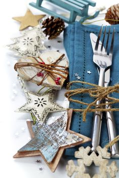 We love styles like this one that are simple but full of character #Christmas #tablesetting #xmas #decorate #love #cute