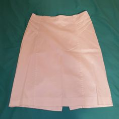 Cute skirt A white skirt with some detail at the top. It has no stains at all and also its in good condition. New York & Company Skirts