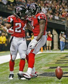 Jones and Freeman! Falcons Football, Football Helmets, Atlanta Falcons Memes, Falcons Rise Up, Julio Jones, Home Team, Team Photos, Sports Pictures, Espn