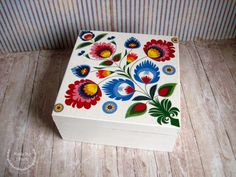 Wooden Box Crafts, Decorative Wooden Boxes, Painted Wooden Boxes, Painted Trays, Hand Painted, Diy Crafts For Gifts, Diy Home Crafts, Hobbies And Crafts, Clay Crafts