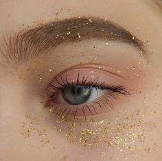 Trendy Makeup Glitter Gold Eyeliner - My ideas Eyeliner Make-up, Eyeliner Trends, Makeup Inspo, Makeup Art, Makeup Inspiration, Beauty Makeup, Makeup Quiz, 60s Makeup, Makeup 2018