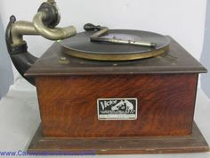 VICTROLA Record player. Bids close Thurs, 15 Dec from 11am ET.