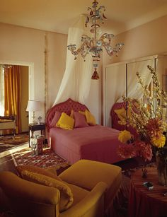 In an archive story from we visit the Moroccan villa of the troubled American heiress Barbara Hutton, who moved to Tangier after her divorce from her third husband, Cary Grant. Hollywood Regency Bedroom, 1960s House, Beautiful Beach Houses, Mirror House, Space Interiors, Moroccan Design, Vintage Room, Modern Carpet, Petite Fille