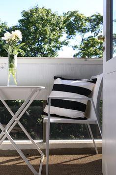 Homevialaura   urban black and white balcony