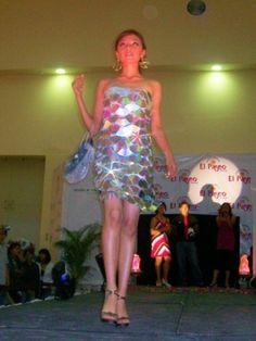 Imagen Vestido de CDs - grupos.emagister.com