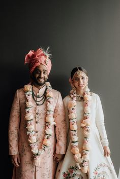 See photos and details from Ruchi Bhambhani and Meet Agrawal's luxe modern Indian wedding featured in Brides of Houston magazine Indian Wedding Bride, Hindu Bride, Indian Wedding Outfits, Indian Bridal, Wedding Couples, Indian Weddings, Tamil Wedding, Punjabi Wedding, Boho Wedding