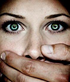 Türkiye genelinde şiddete uğradığı için polis korumasına alınan kadın sayısı 11 bin 478'e ulaştı.