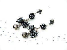 boucles d'oreilles style rétro : verre filé, breloques métal et noeuds vichy, modèle unique fait main by La Flamme de Lili