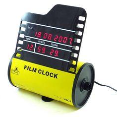 Um relógio no formato de filme fotográfico. A cada minuto, uma nova revelação! #Fotografia #Geek