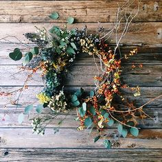 fall wreath // via studio choo Noel Christmas, Christmas Wreaths, Christmas Decorations, Holiday Decor, Christmas Trends, Handmade Christmas, Diy Wreath, Door Wreaths, Wreath Making