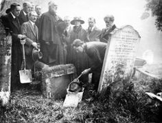 Chief Wahunsonacock | Grave exhumation in 1914 searching for Pocahontas in St.Georges Church ...