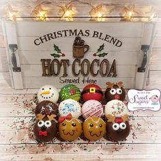 Hot Chocolate Gifts, Chocolate Covered Treats, Christmas Hot Chocolate, Chocolate Bomb, Hot Chocolate Bars, Chocolate Hearts, Hot Chocolate Recipes, Chocolate Covered Strawberries, Chocolate Dipped