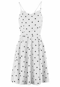 Para Aportar Un Estilo Natural Los vestidos informales de estilo funcional y versátil son la solución para vestir cada día. A las it girls más célebres