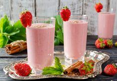 Jahodové smoothie se skořicí Smoothies, Lassi, Cocktails, Drinks, Panna Cotta, Detox, Food And Drink, Health Fitness, Favorite Recipes