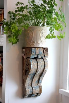 DIY Wood project using old reclaimed wood! Easy DIY Shelf brackets / wood shelf corbels project with FREE printable pattern