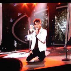 """'American Idol' contestant Colton Dixon kicked off the live performance show with the worship song """"Everything"""" by Lifehouse. The emotionally packed performance was his """"favorite worship song of all time."""""""