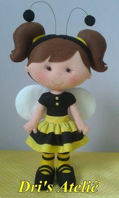 Eu Amo Artesanato: Boneca borboletinha com molde Foam Crafts, Diy And Crafts, Arts And Crafts, Felt Patterns, Stuffed Toys Patterns, Felt Fabric, Fabric Dolls, Sewing Crafts, Sewing Projects