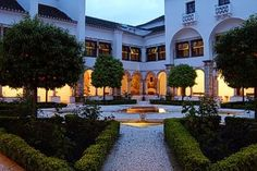Hotels in Vila Viçosa: Compare prices & book the most beautiful Vila Viçosa hotels with great savings at Escapio, your website for unique hotels Unique Hotels, Best Hotels, Mansions, House Styles, Places, Beautiful, Home Decor, Travel, Fashion